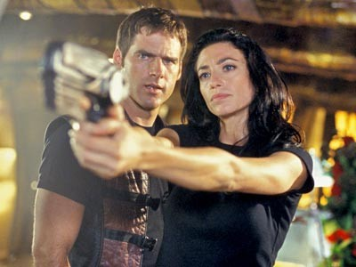 Ben Browder mit Claudia Black in Farscape