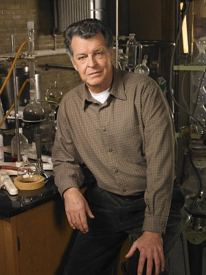 John Noble als Doctor Walter Bishop