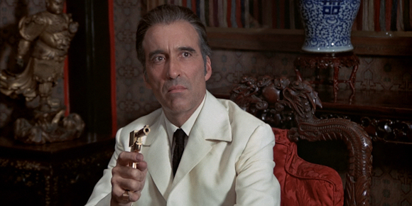 Christopher Lee als Francisco Scaramanga